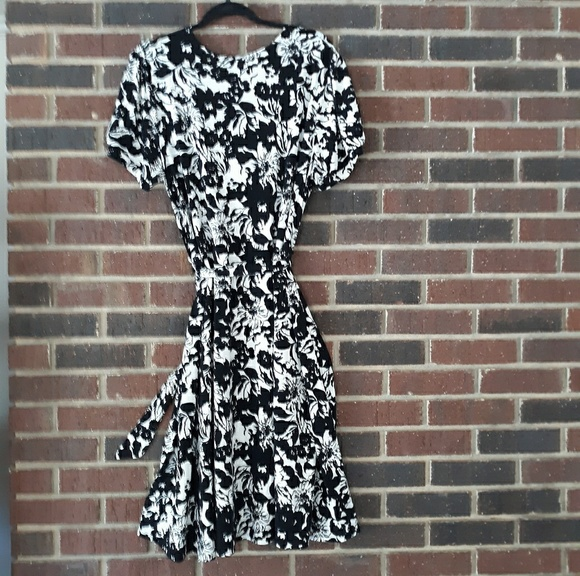 Apt. 9 Dresses & Skirts - Apt 9 Woman Black & Cream White Midi Dress